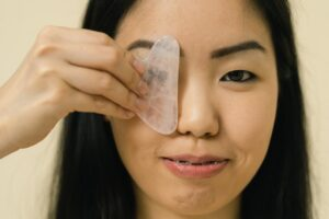 How To Do a Gua Sha Facial, According to Beauty Experts